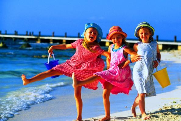 Три девочки на пляже